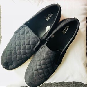 mossimo slip on shoes size 10